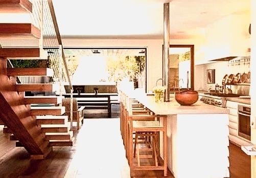 Pamela Anderson Malibu Mansionwww.DiscoverLavish.com